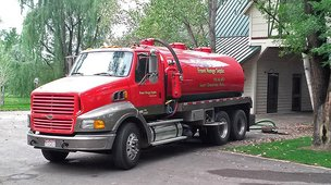 front view of the Front Range Septic truck